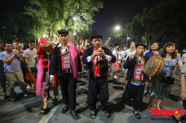 Bộ VHTTDL đề nghị rà soát văn bản quy phạm pháp luật thực hiện nếp sống văn minh trong việc cưới, việc tang và lễ hội  - Ảnh 1.