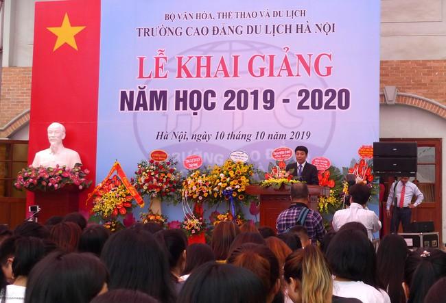Thứ trưởng Trịnh Thị Thủy dự khai giảng năm học mới 2019 - 2020 của Trường Cao đẳng Du lịch Hà Nội  - Ảnh 1.