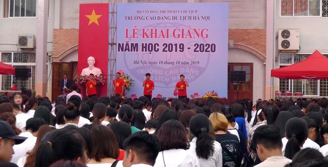Thứ trưởng Trịnh Thị Thủy dự khai giảng năm học mới 2019 - 2020 của Trường Cao đẳng Du lịch Hà Nội  - Ảnh 3.