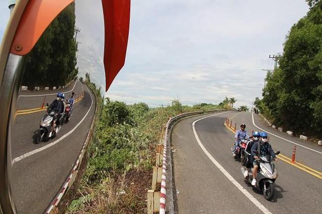 Đà Nẵng chính thức cấm xe tay ga lên bán đảo Sơn Trà - Ảnh 1.