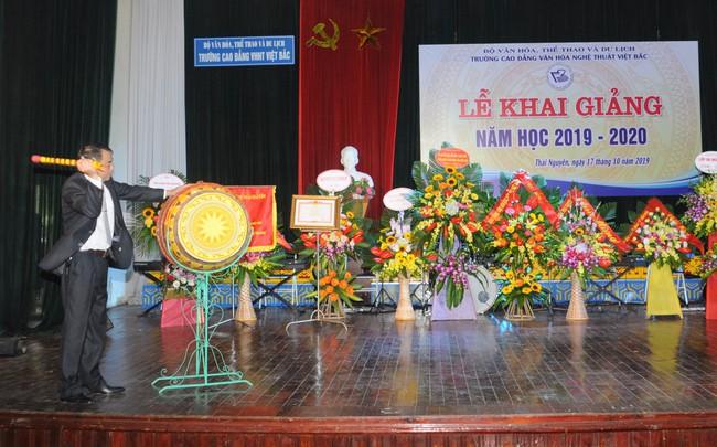 Trường CĐ VHNT Việt Bắc tưng bừng khai giảng năm học mới 2019 - 2020 - Ảnh 2.