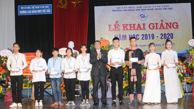 Trường CĐ VHNT Việt Bắc tưng bừng khai giảng năm học mới 2019 - 2020 - Ảnh 3.