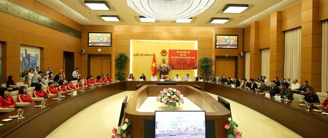 Chủ tịch Quốc hội Nguyễn Thị Kim Ngân gặp mặt đội tuyển bóng đá nữ Việt Nam - Ảnh 3.