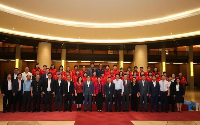 Chủ tịch Quốc hội Nguyễn Thị Kim Ngân gặp mặt đội tuyển bóng đá nữ Việt Nam - Ảnh 5.