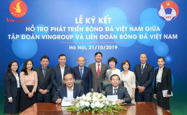 Ký kết thỏa thuận hợp tác chiến lược hỗ trợ phát triển bóng đá Việt Nam - Ảnh 1.