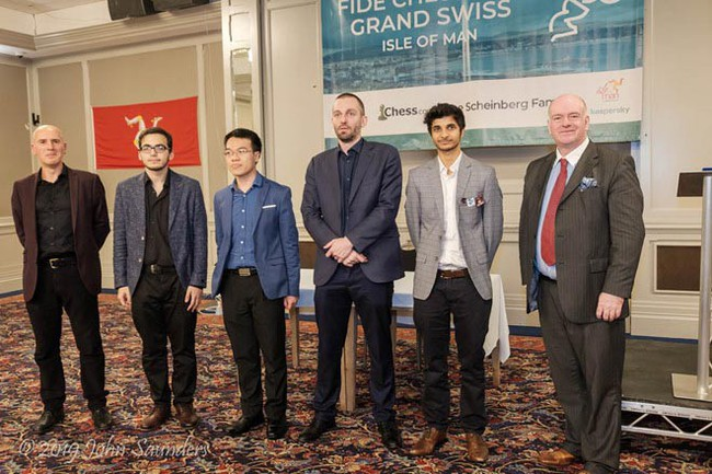 Lê Quang Liêm giành giải thưởng trị giá 185 triệu đồng tại giải cờ vua FIDE Grand Swiss - Ảnh 1.