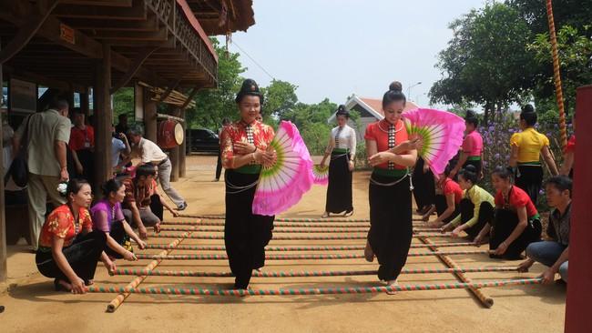 Bảo vệ và phát huy giá trị Nghệ thuật Xòe Thái trong xã hội đương đại: Gìn giữ hồn cốt văn hóa của người Thái - Ảnh 1.