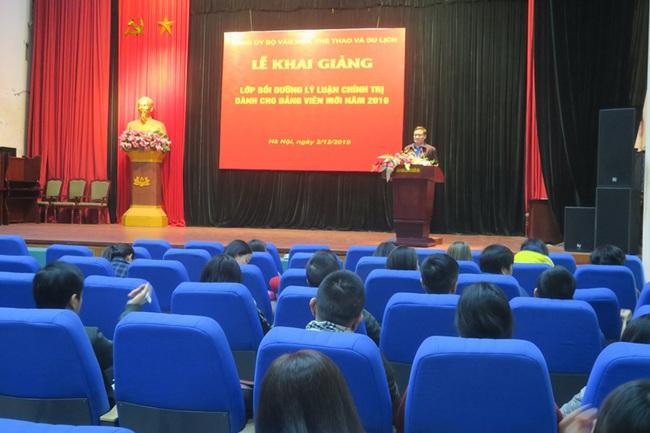 Khai giảng lớp bồi dưỡng lý luận chính trị dành cho đảng viên mới - Ảnh 2.
