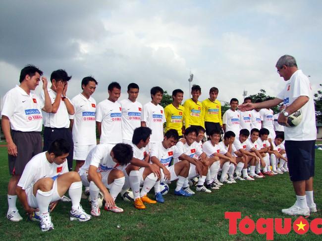Trợ lý ngôn ngữ Ngô Lê Bằng: Kí ức về HLV Calisto cùng lần đầu tiên Việt Nam trở thành vua AFF Cup - Ảnh 4.
