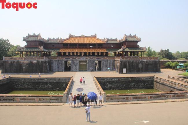 Phối hợp thực hiện Dự án làm sạch Cổng Ngọ Môn, Đại Nội Huế - Ảnh 2.