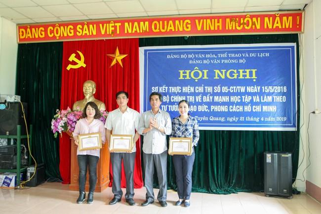 Đảng ủy Văn phòng Bộ: Đẩy mạnh học tập và làm theo tư tưởng, đạo đức, phong cách Hồ Chí Minh - Ảnh 2.
