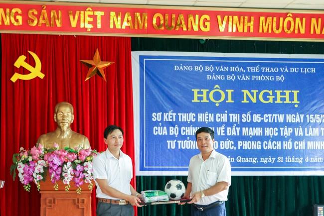 Đảng ủy Văn phòng Bộ: Đẩy mạnh học tập và làm theo tư tưởng, đạo đức, phong cách Hồ Chí Minh - Ảnh 3.