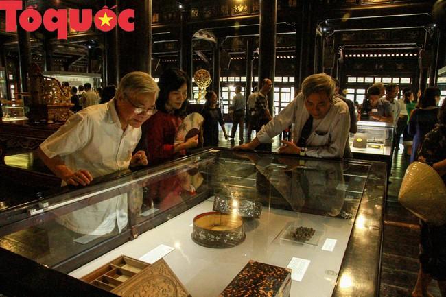 Khai  mạc trưng bày chuyên đề Quan xưởng triều Nguyễn với tinh hoa nghề Việt - Ảnh 1.