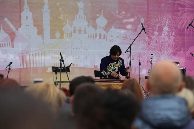Hàn vạn khán giả tới xem nghệ sỹ Việt biểu diễn tại lễ kỷ niệm 316 năm thành lập thành phố St.Petersburg - Ảnh 1.