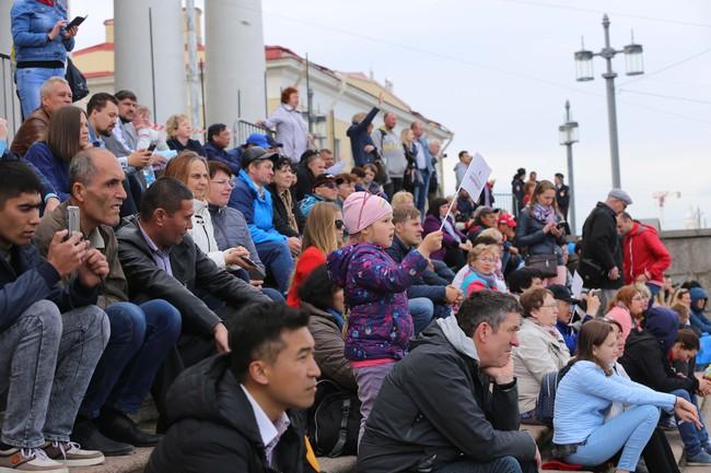 Hàn vạn khán giả tới xem nghệ sỹ Việt biểu diễn tại lễ kỷ niệm 316 năm thành lập thành phố St.Petersburg - Ảnh 3.