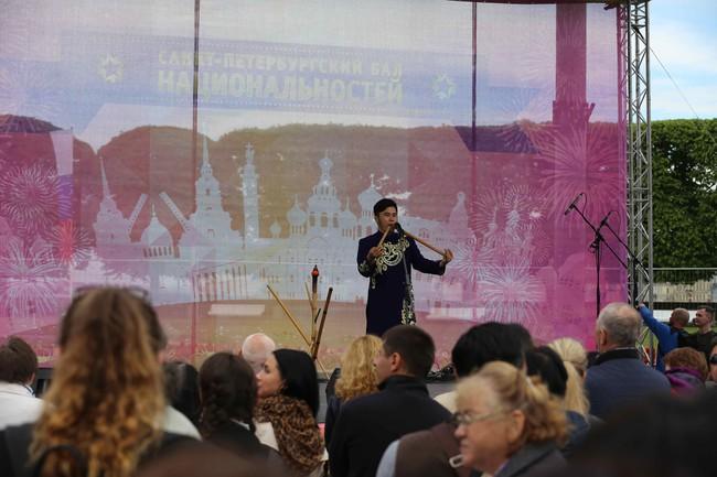 Hàn vạn khán giả tới xem nghệ sỹ Việt biểu diễn tại lễ kỷ niệm 316 năm thành lập thành phố St.Petersburg - Ảnh 5.
