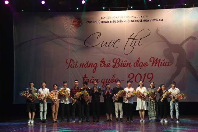 12 thí sinh so tài tại Khai mạc Cuộc thi Tài năng Biên đạo múa toàn quốc 2019 - Ảnh 2.