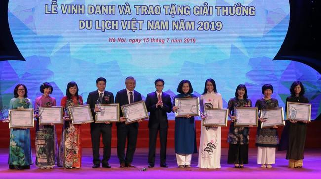 Lễ Vinh danh và trao tặng giải thưởng Du lịch Việt Nam năm 2019 - Ảnh 3.