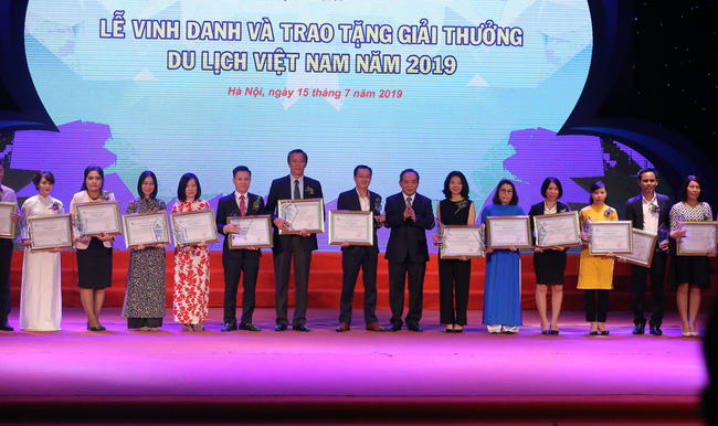 Lễ Vinh danh và trao tặng giải thưởng Du lịch Việt Nam năm 2019 - Ảnh 5.
