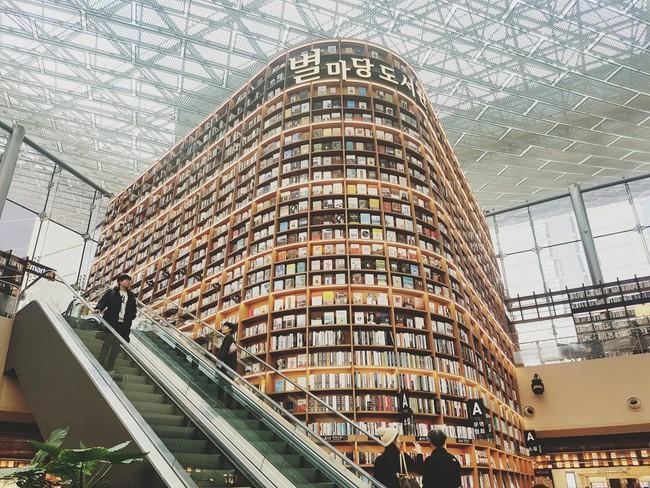 Chiêu hút khách du lịch đến thư viện ở Hàn Quốc - Ảnh 1.