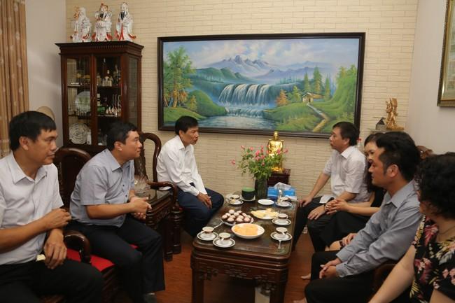 Bộ trưởng Nguyễn Ngọc Thiện thăm gia đình các cán bộ, công chức là con liệt sĩ  - Ảnh 3.
