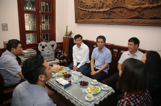 Bộ trưởng Nguyễn Ngọc Thiện thăm gia đình các cán bộ, công chức là con liệt sĩ  - Ảnh 4.