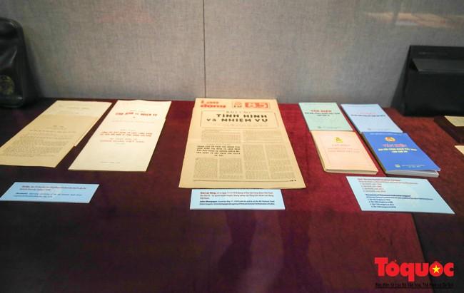 Khai mạc trưng bày 300 hiện vật, hình ảnh tái hiện 90 năm xây dựng và phát triển Công đoàn Việt Nam - Ảnh 7.