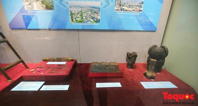 Khai mạc trưng bày 300 hiện vật, hình ảnh tái hiện 90 năm xây dựng và phát triển Công đoàn Việt Nam - Ảnh 9.