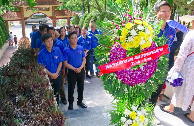 Đoàn thanh niên Bộ VHTTDL với các hoạt động kỉ niệm 72 năm Ngày Thương binh – Liệt sĩ tại huyện Hương Sơn, Hà Tĩnh - Ảnh 3.