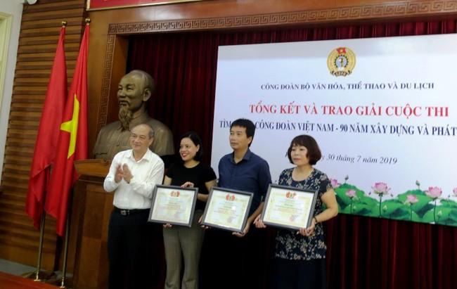Trao giải cuộc thi tìm hiểu Công đoàn Việt Nam – 90 năm xây dựng và phát triển - Ảnh 2.