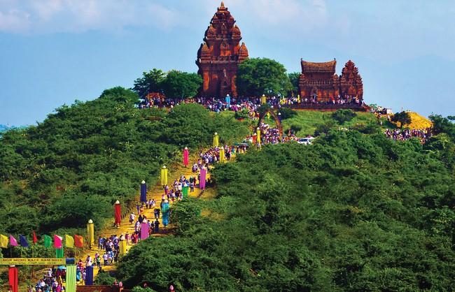 Hàng trăm hình ảnh Việt Nam những sắc màu văn hóa chào mừng Ngày hội Văn hóa, Thể thao và Du lịch đồng bào Chăm - Ảnh 1.