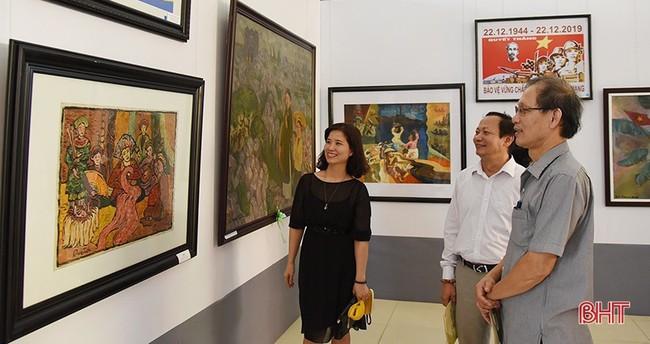 Giới thiệu hơn 150 tác phẩm mỹ thuật tiêu biểu khu vực Bắc miền Trung - Ảnh 1.