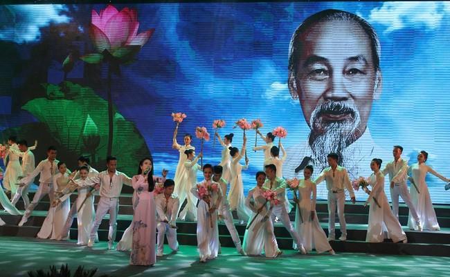 Tây Ninh: Liên hoan tuyên truyền lưu động chủ đề Di chúc của Chủ tịch Hồ Chí Minh - Lời của non sông đất nước - Ảnh 1.