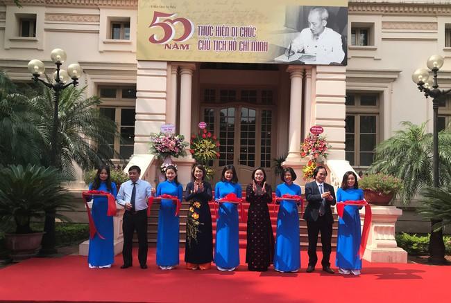 Giới thiệu gần 700 tư liệu về 50 năm thực hiện Di chúc Chủ tịch Hồ Chí Minh - Ảnh 1.