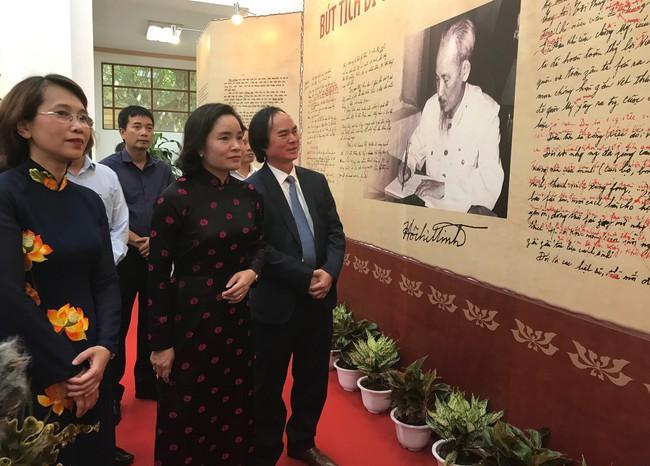 Giới thiệu gần 700 tư liệu về 50 năm thực hiện Di chúc Chủ tịch Hồ Chí Minh - Ảnh 2.