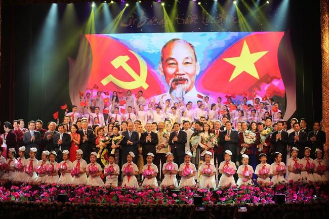 Lời Bác dặn trước lúc đi xa: Kể câu chuyện lịch sử đầy cảm xúc về Chủ tịch Hồ Chí Minh bằng thơ và nhạc - Ảnh 1.