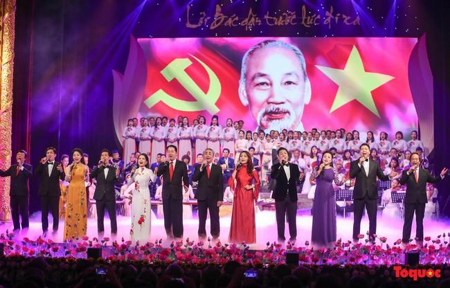 Lời Bác dặn trước lúc đi xa: Kể câu chuyện lịch sử đầy cảm xúc về Chủ tịch Hồ Chí Minh bằng thơ và nhạc - Ảnh 7.