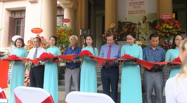 Triển lãm đặc biệt Nhớ về Bác tại Bảo tàng Mỹ thuật Việt Nam  - Ảnh 1.