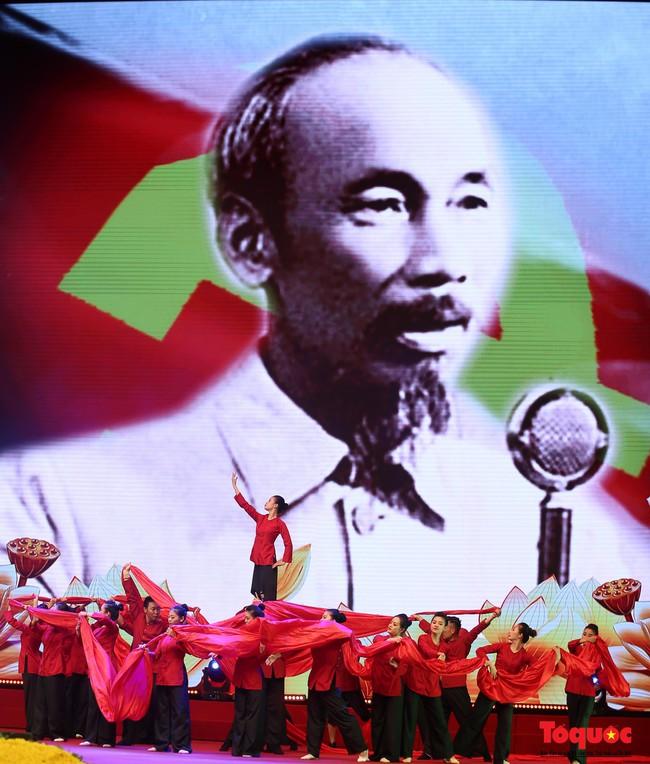 Lễ kỷ niệm cấp Quốc gia 50 năm thực hiện Di chúc của Chủ tịch Hồ Chí Minh và 50 năm Ngày mất của Người - Ảnh 12.