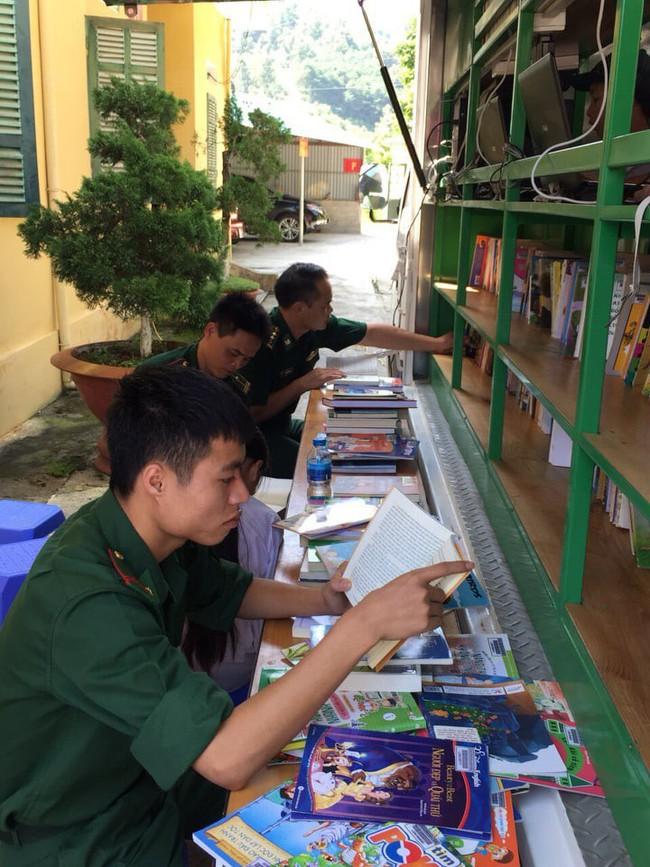 Thư viện tỉnh Lạng Sơn với việc phục vụ cộng đồng bằng xe ô tô Thư viện lưu động - Ảnh 5.