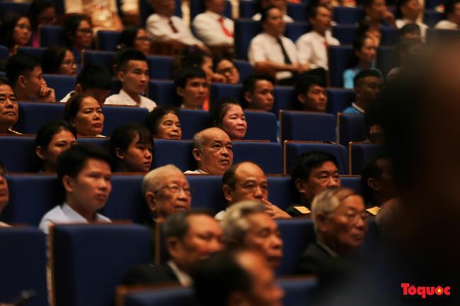 Lễ kỷ niệm cấp Quốc gia 50 năm thực hiện Di chúc của Chủ tịch Hồ Chí Minh và 50 năm Ngày mất của Người - Ảnh 6.