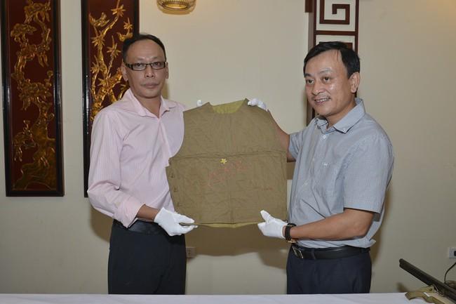 Hiến tặng kỷ vật quý của dòng họ Vương cho Bảo tàng Hồ Chí Minh - Ảnh 1.
