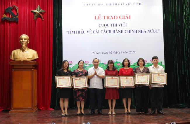 Trao giải Cuộc thi viết Tìm hiểu về cải cách hành chính nhà nước - Ảnh 2.