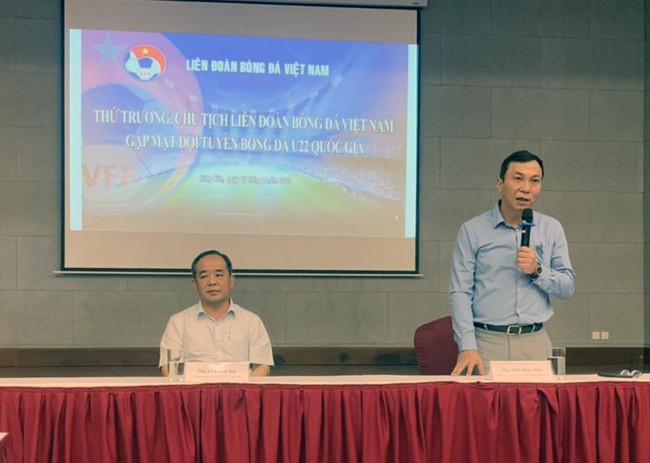 Thứ trưởng, Chủ tịch VFF Lê Khánh Hải thăm và động viên Đội tuyển U22 Việt Nam - Ảnh 4.