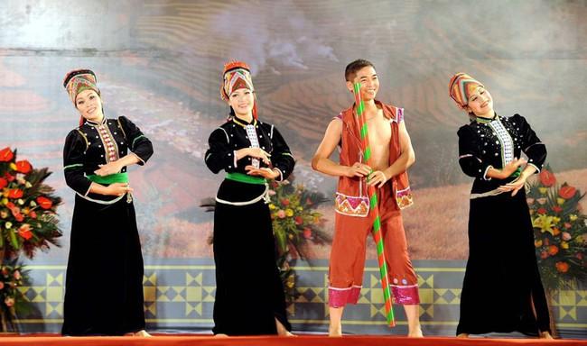 Phú Yên triển khai nhiều hoạt động văn hóa hướng đến các ngày lễ lớn - Ảnh 1.