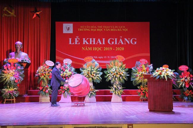 Thứ trưởng Tạ Quang Đông dự lễ khai giảng năm học 2019-2020 của trường Đại học Văn hóa Hà Nội - Ảnh 1.