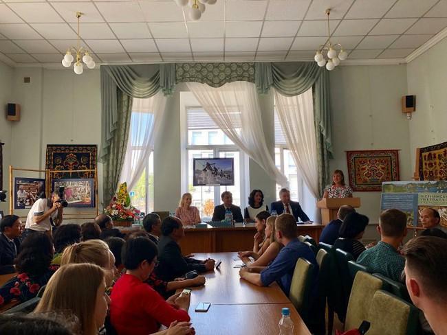 Giới thiệu sách dịch Văn học Việt Nam tại Ukraine - Ảnh 1.