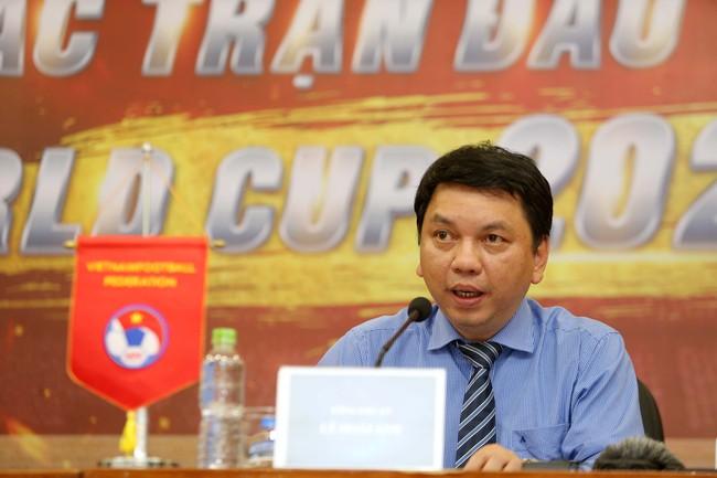 Tổng thư ký VFF Lê Hoài Anh nói gì về việc xử lý sau sự việc pháo sáng trên sân Hàng Đẫy? - Ảnh 1.