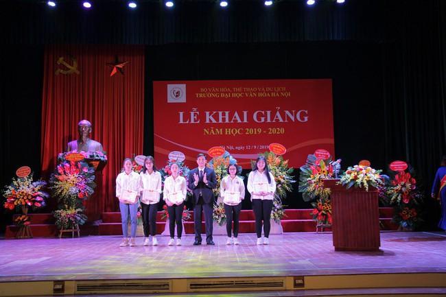 Thứ trưởng Tạ Quang Đông dự lễ khai giảng năm học 2019-2020 của trường Đại học Văn hóa Hà Nội - Ảnh 10.