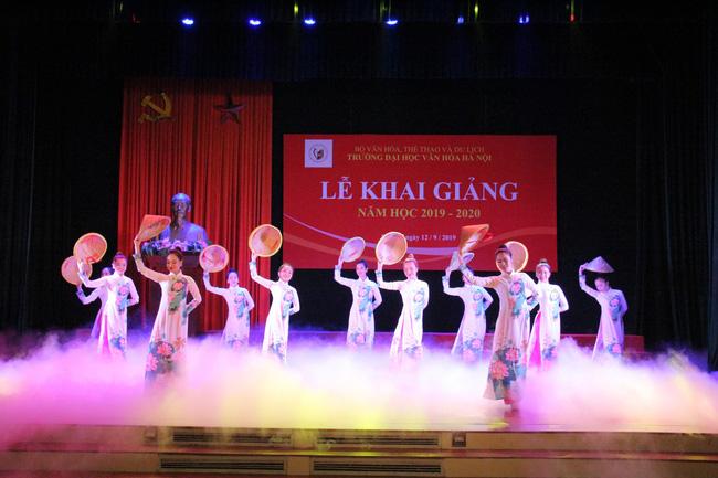 Thứ trưởng Tạ Quang Đông dự lễ khai giảng năm học 2019-2020 của trường Đại học Văn hóa Hà Nội - Ảnh 7.